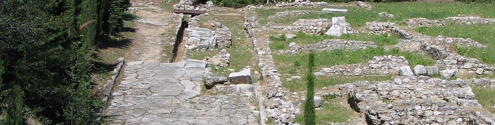 Decumanus du quartier Sud. Site romain de Cimiez.